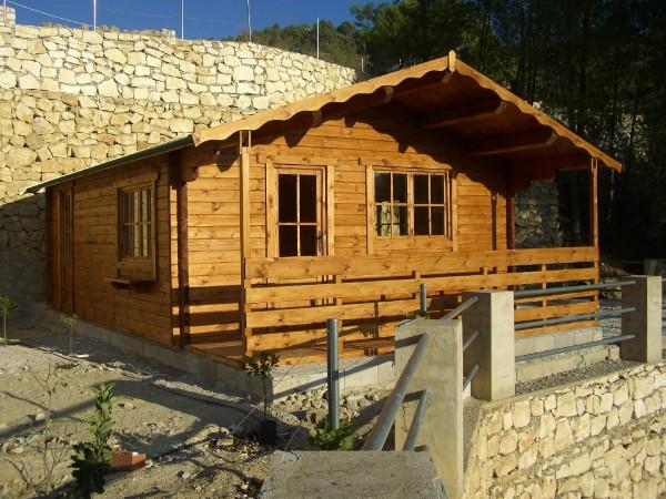 Como hacer un tejado de madera a dos aguas awesome caseta for Tejado madera 2 aguas
